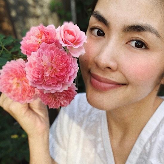 Fan lại phát sốt với hình ảnh sexy của Hoàng Thuỳ Linh