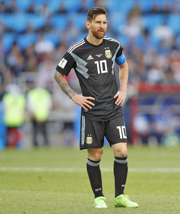 Messi khủng hoảng: 'Tôi đau đớn khi đá hỏng phạt đền'