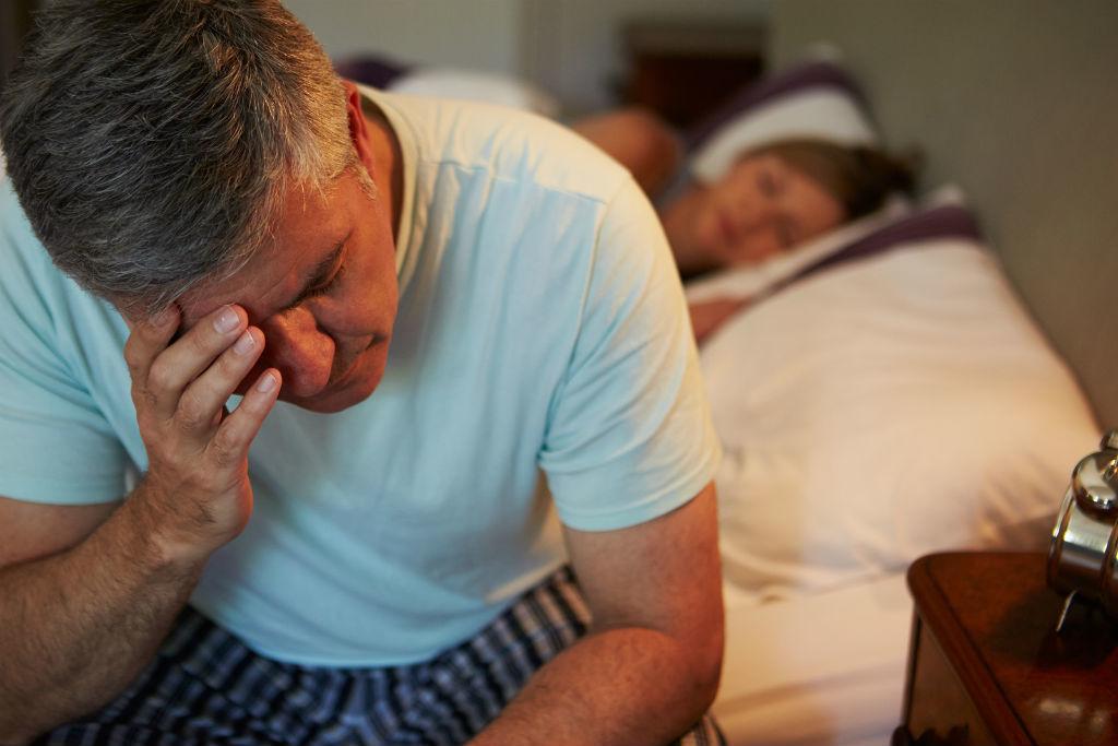 'Bật mí' 7 cách khắc phục chứng mất ngủ ở người già