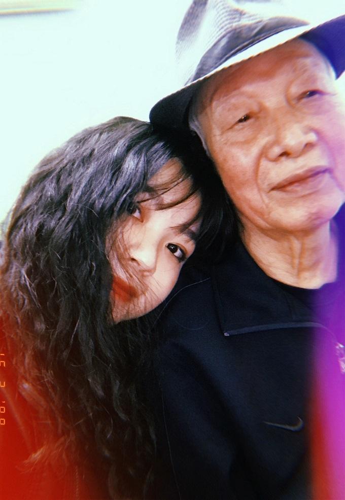 Chuyện xúc động về ông ngoại và chiếc xe đạp cũ của cháu gái