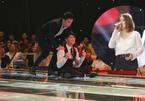 Noo Phước Thịnh cởi áo, ngồi bệt trên sân khấu 'đe dọa' thí sinh