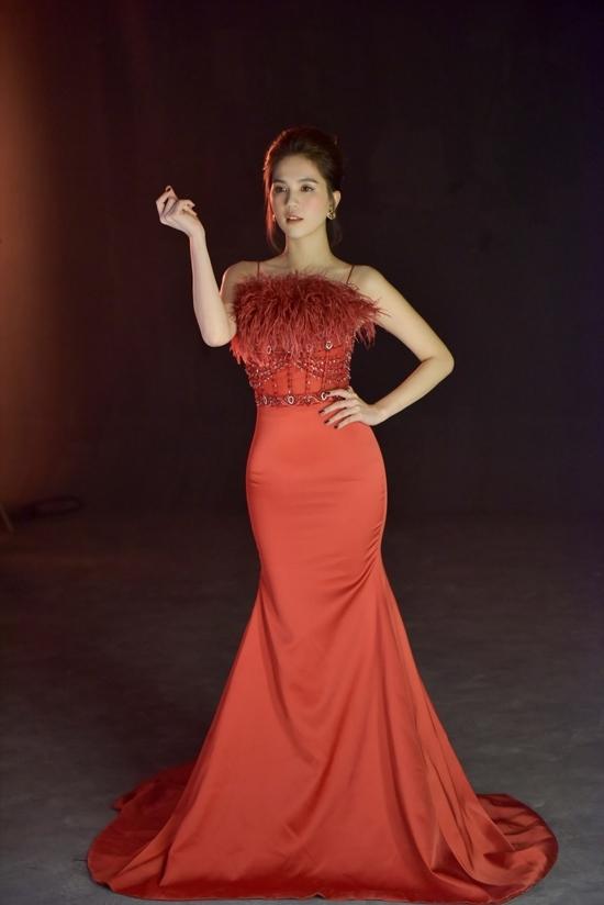 Hương Giang ngày càng sexy, MC Thanh Mai đẹp không tuổi