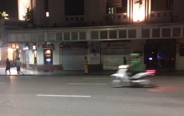 Chạy xe theo đoàn đua đêm World Cup ở Bờ Hồ, cô gái 16 tuổi tử vong