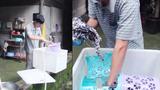 Chiếc máy giặt tự chế bằng hộp xốp giúp chị em thoát khỏi cảnh giặt tay