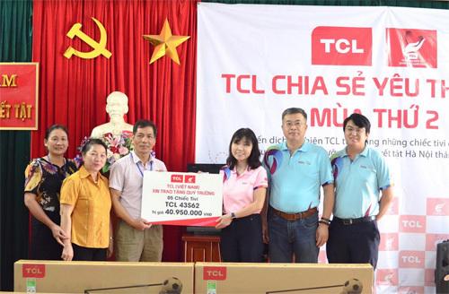 TCL tặng tivi cho trẻ mồ côi, khuyết tật TP. Hà Nội