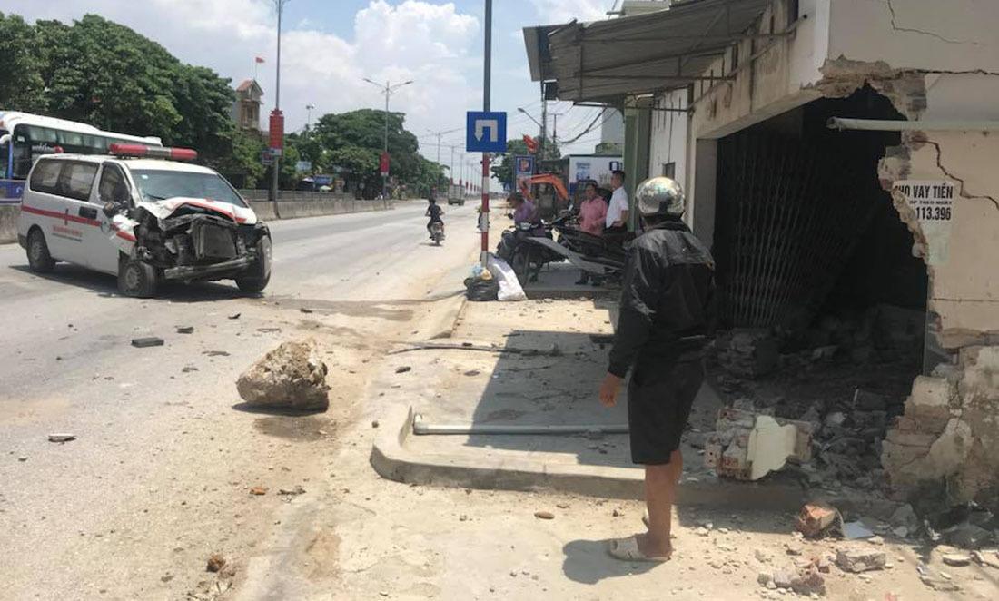tai nạn,Nghệ An,xe cấp cứu,tai nạn giao thông