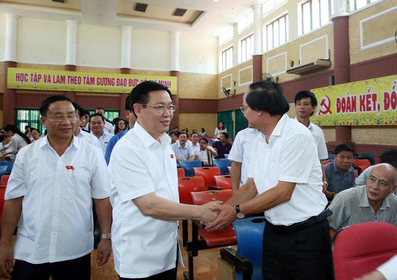Các Phó Thủ tướng tiếp xúc cử tri tại Long An, Hà Tĩnh