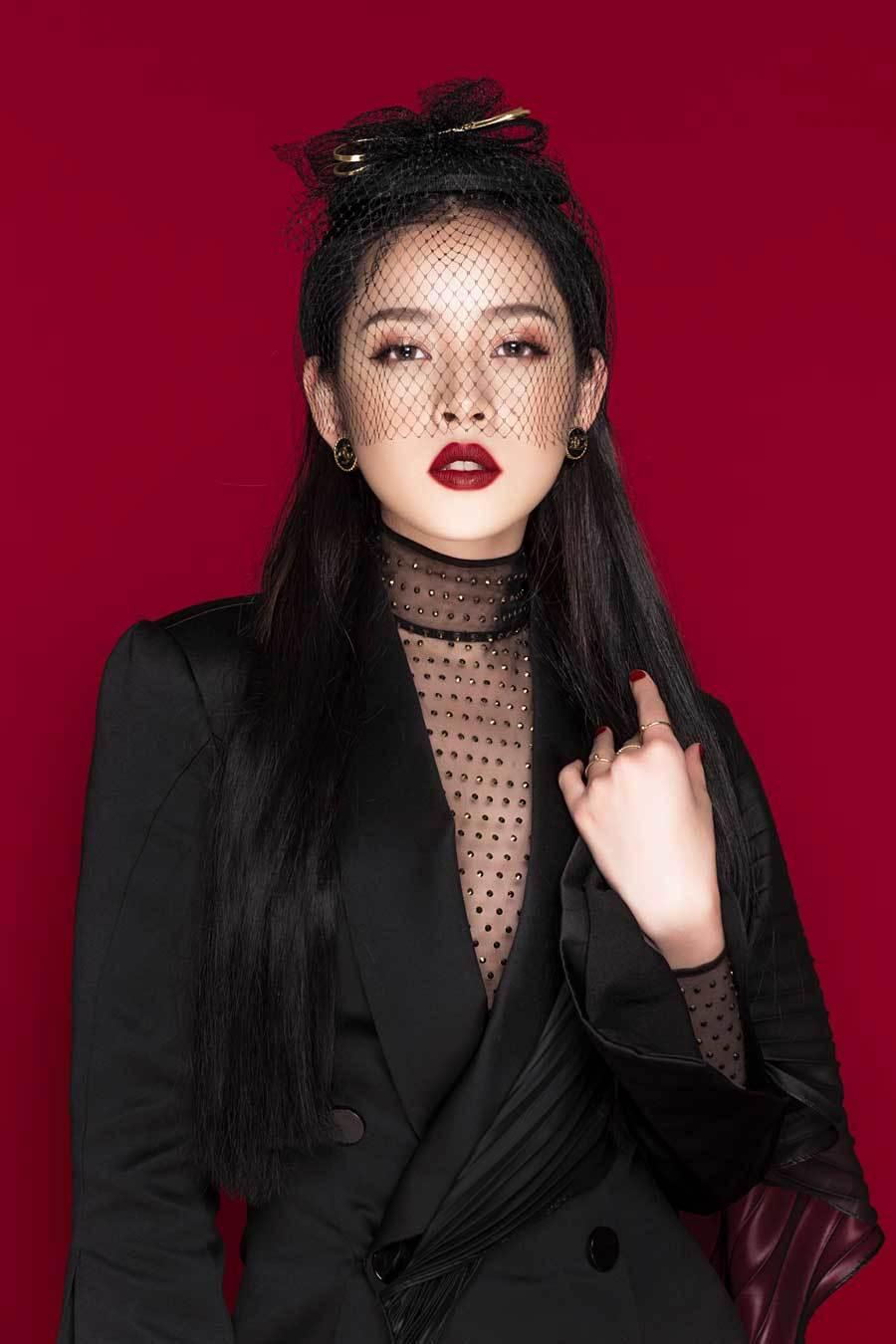 Bị chê thảm họa, Chi Pu vẫn được chọn hát tại Hoa hậu Việt Nam 2018