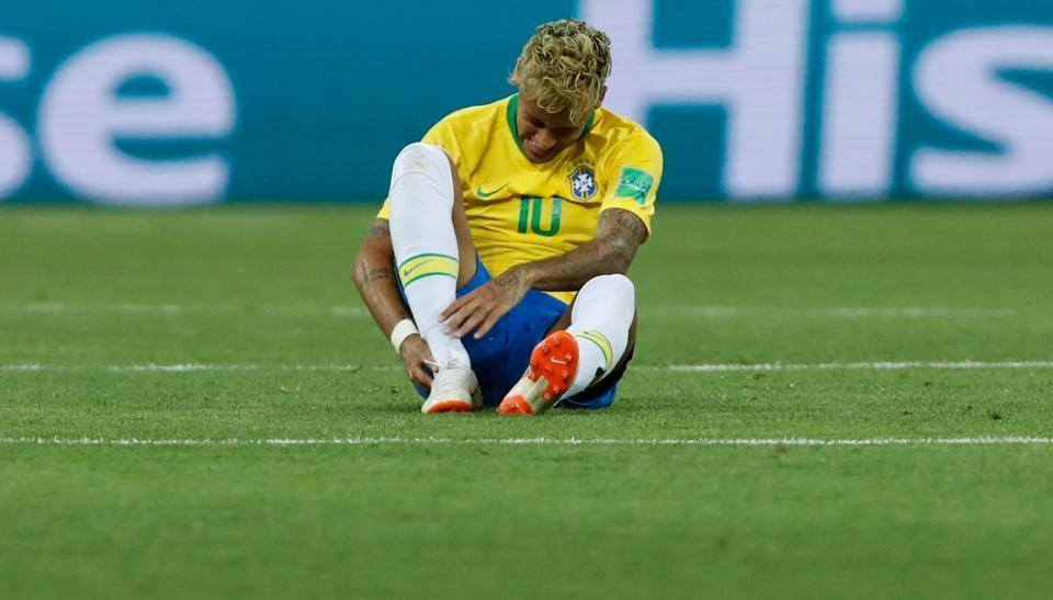 Brazil nhận tin dữ Neymar, hệ quả từ pha 'đốn giò'