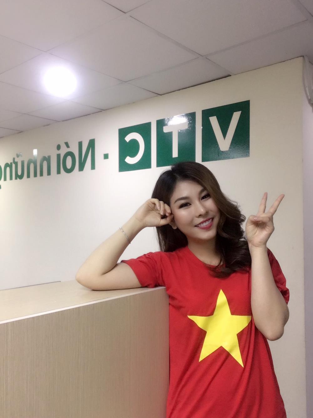 Nữ MC gợi cảm nhận 'mưa' lời khen sau bình luận sắc sảo trên VTV