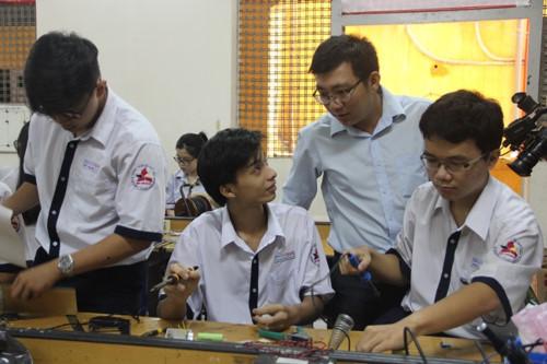 Thầy giáo Sài Gòn dí dỏm dặn trò không 'mắm tôm, trà sữa...' trước kỳ thi