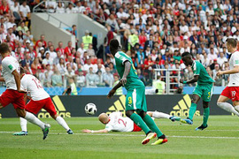 Ba Lan 0-1 Senegal: Bàn mở tỷ số may mắn (H2)