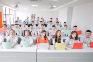 """Cô giáo hát """"Người hãy ôn thi đi"""" khiến học trò ngây ngất"""