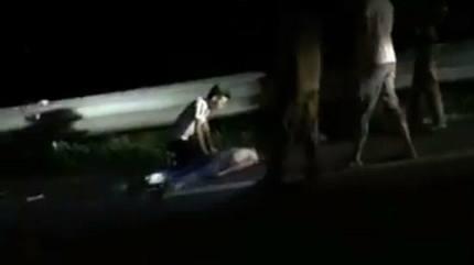 Điều tra vụ 2 thiếu nữ tử vong bên đường, trên cổ có vết đứt