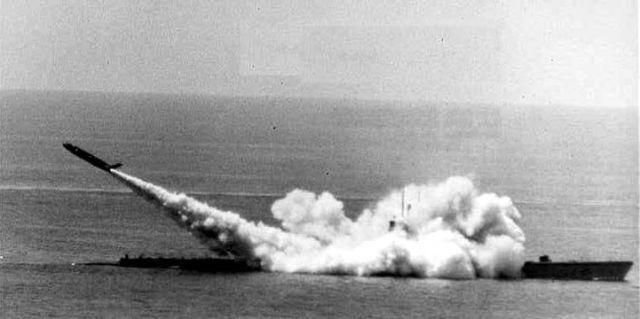 Tàu ngầm Mỹ dùng tên lửa 'bắn' thư giúp bưu điện