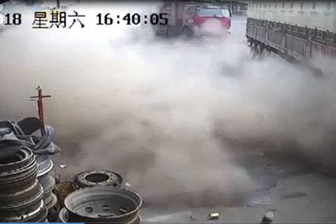 Nổ lốp ô tô nguy hiểm thế nào?