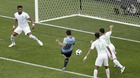"""Xem Suarez """"nổ súng"""" lần khoác áo 100 cho Uruguay"""