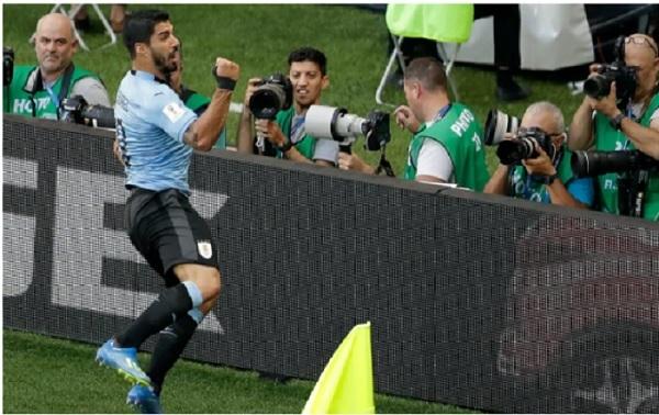 Xem Suarez 'nổ súng' lần khoác áo 100 cho Uruguay