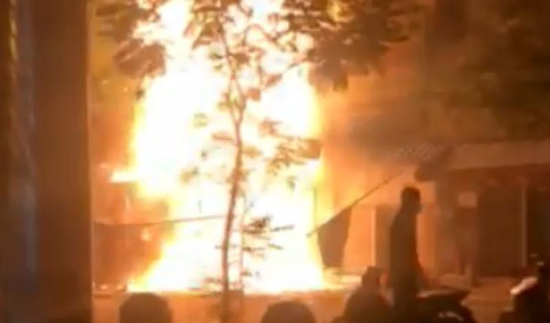 Cháy lớn lúc nửa đêm ở khu Chợ Lớn, nhà 5 tầng bị thiêu rụi