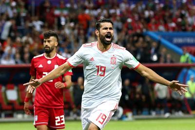 """Iran """"dựng xe buýt"""", Tây Ban Nha thắng đầy khó nhọc"""