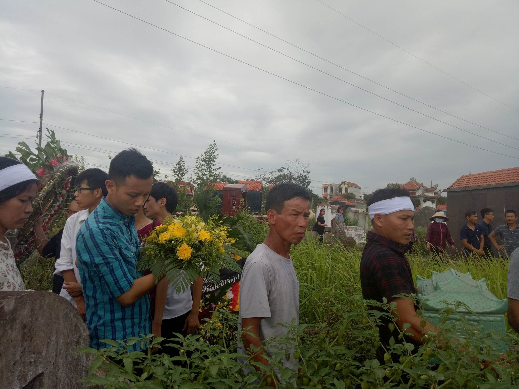Hình ảnh nhói lòng trong đám tang phóng viên Hải Đường