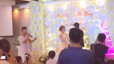 """Chàng trai """"bóc phốt"""" cô dâu ngay giữa đám cưới và phản ứng bất ngờ của hai họ"""