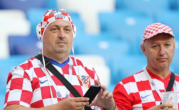 CĐV hai đội Croatia và Argentina