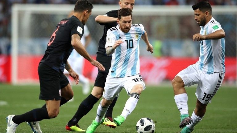 Messi được chăm sóc kỹ bởi các cầu thủ Croatia