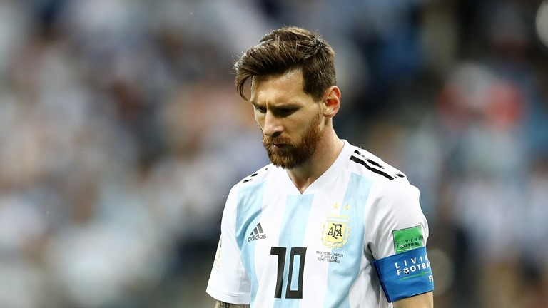 Messi luôn bị hậu vệ Croatia theo sát