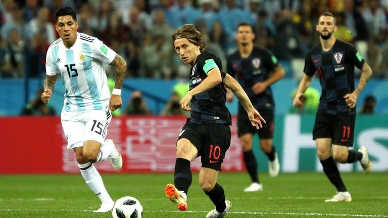 Modric là ông chủ tuyến giữa Croatia