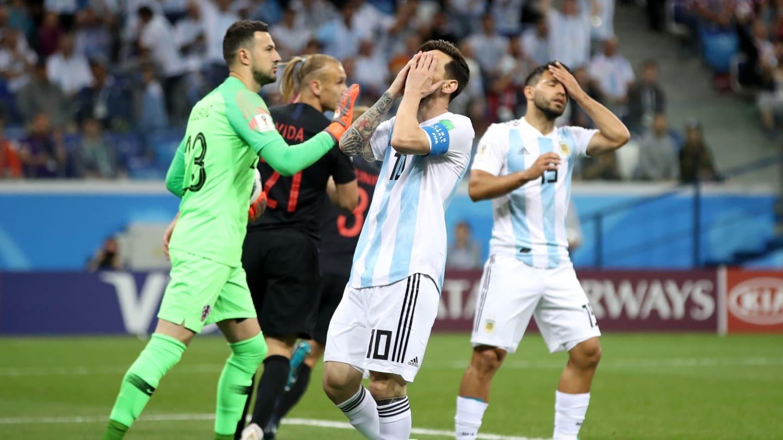 Messi bất lực trong đêm bẽ bàng của Argentina