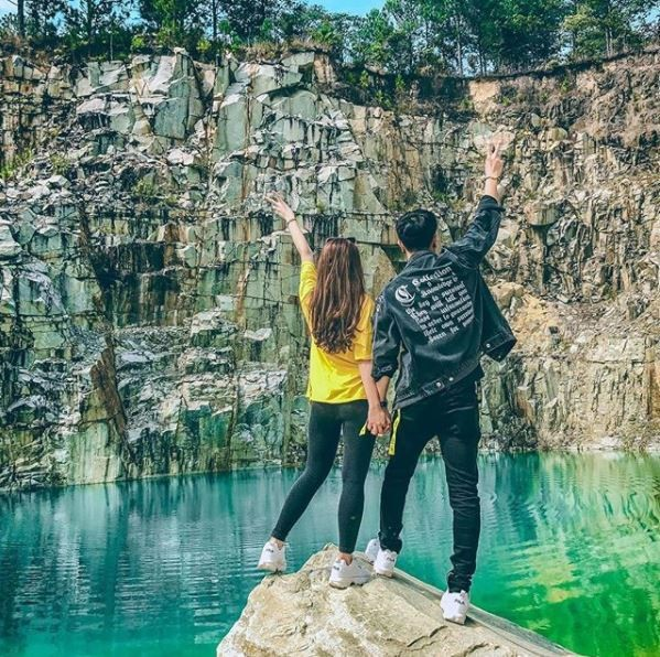 Phát sốt với hồ nước xanh được ví như 'Tuyệt tình cốc' ở Đà Lạt