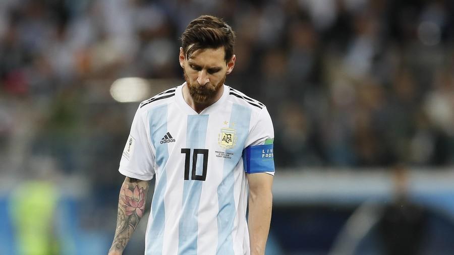 BẢN TIN SÁNG 1/10: Maradona khuyên Messi bỏ ĐTQG