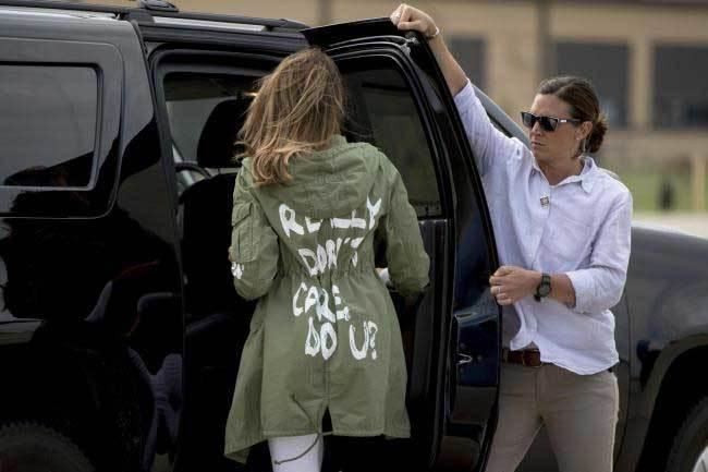 Dòng chữ trên áo Đệ nhất phu nhân Mỹ gây xôn xao