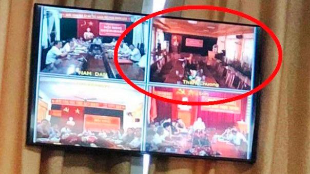 Cán bộ huyện đồng loạt bỏ về khi Chủ tịch Nghệ An đang kết luận