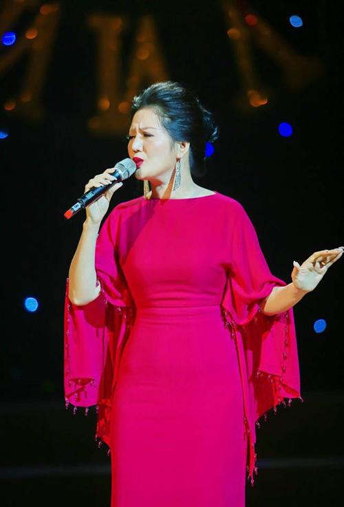 Đinh Hiền Anh gây ấn tượng trong đêm nhạc Bằng Kiều