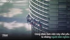 Rùng mình cảnh lau kính bên ngoài tòa nhà cao nhất thế giới