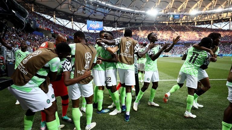 Đừng khóc Argentina, Nigeria tuyên bố tiễn Messi rời World Cup