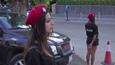 Ngắm nữ cảnh sát Lebanon với mũ nồi đỏ, quần sóc đen