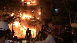 Cháy cửa tiệm lúc nửa đêm, chồng chết vợ nguy kịch
