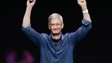 Tín nhiệm của CEO Apple Tim Cook tụt dốc không phanh