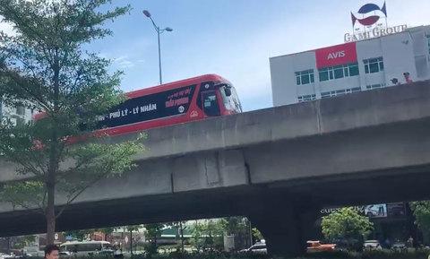 Xe máy ngang ngược vào đường cấm, nghi ép lùi xe khách