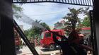 Cháy xưởng làm xốp giữa trưa, cả khu đô thị náo loạn