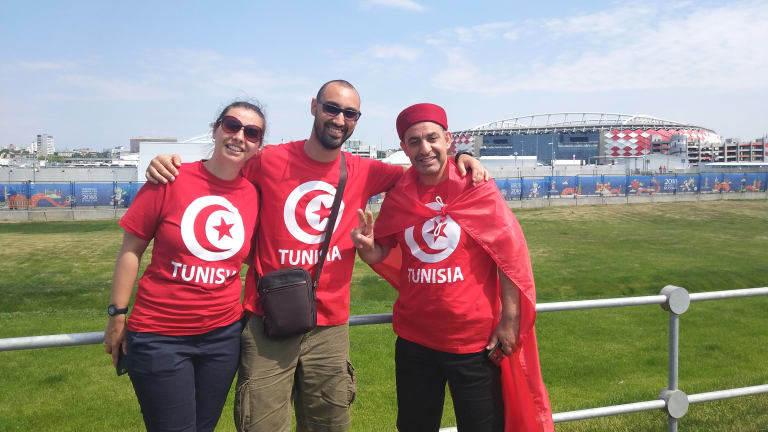 CĐV hai đội đến sân cổ vũ Bỉ vs Tunisia