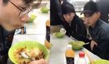 Trong đám bạn có người ăn chậm như thế này không?