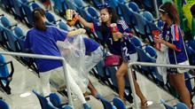 Người Nhật nổi tiếng vì nhặt rác, người Việt tai tiếng vì vứt rác?