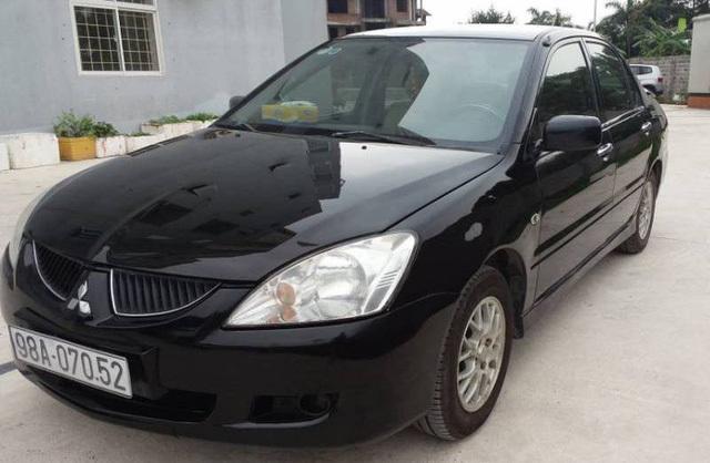 Nhiều ô tô cũ của Nhật được rao bán với giá hơn 200 triệu