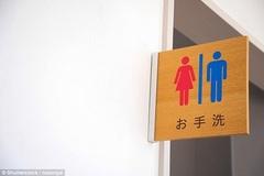 CĐV World Cup Nhật suýt gây 'thảm họa' vì đổ xô đi toilet giữa trận