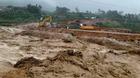 Lũ cuồn cuộn đổ về, 8 người chết và mất tích