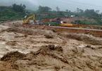 Lũ cuồn cuộn đổ, giao thông tê liệt, 4 người thiệt mạng